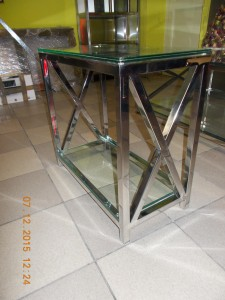 kompaktowy stolik ze stali